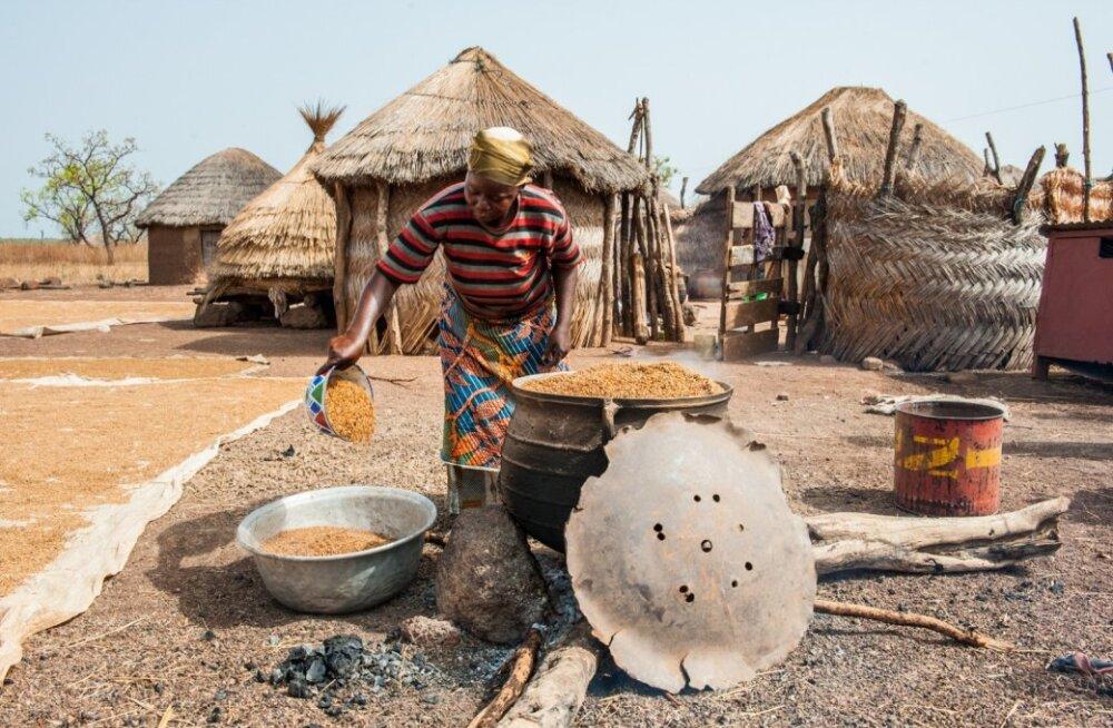 Ghana külades käib elu päikese, mitte niivõrd kella ja kalendri järgi.