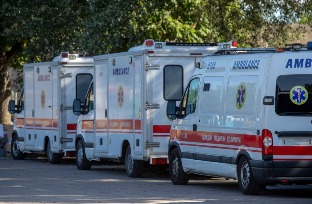 Ukraina politsei-ja kiirabiautod Nolani filmivõtete parklas Linnahalli juures