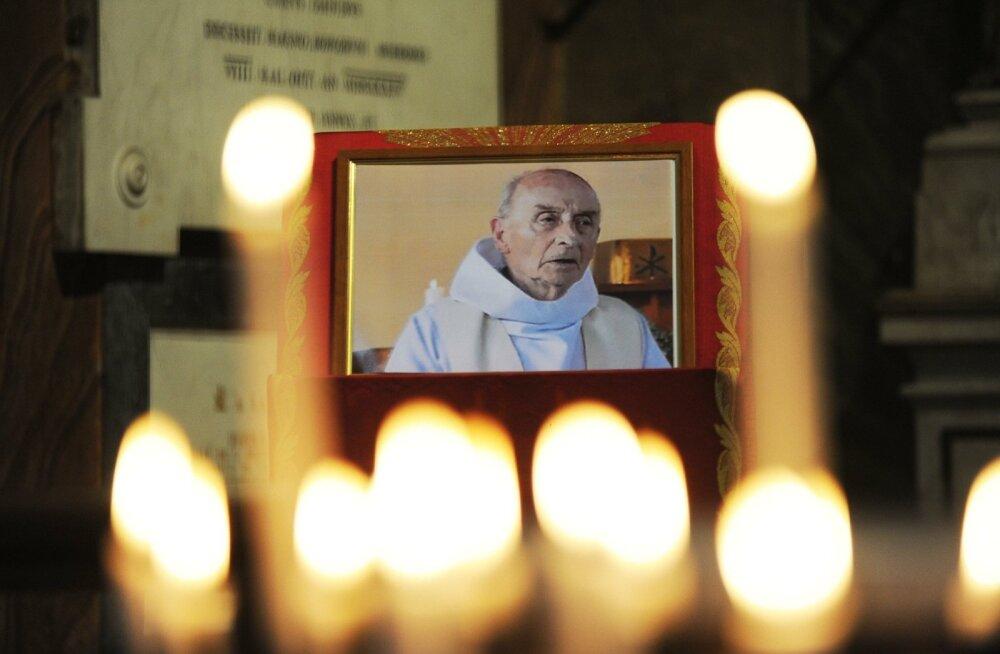 Paavst teatas, et islamistide tapetud Prantsuse preester on märter ja teel pühakuks saamisele