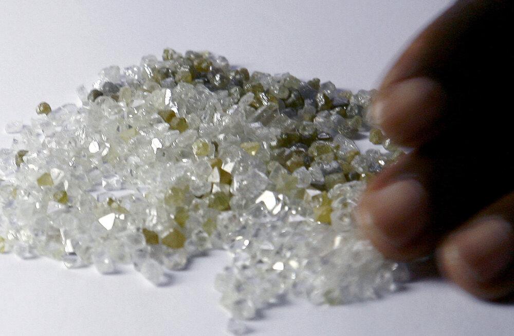 Mis juhtus teemantidega? Teemandipank põlgab ära laenutagatisena kivide müügiarveid
