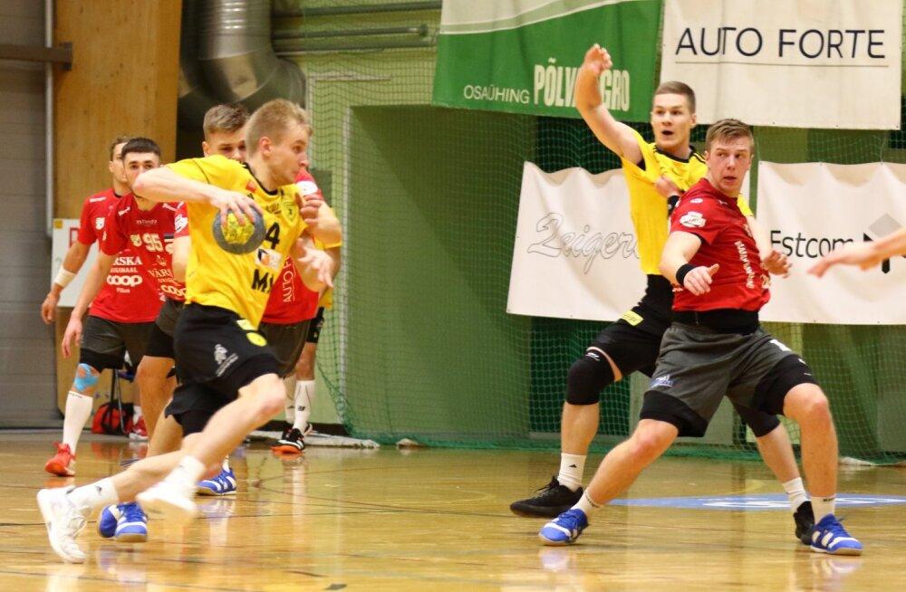 Robin Oberg (palliga) viskas üleplatsimehena HC Tallinna võidumängus Põlva Serviti vastu üheksa väravat.