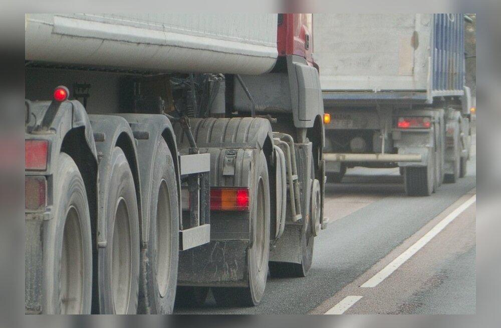 Лопнувшая покрышка грузовика травмировала в Таллинне пешехода