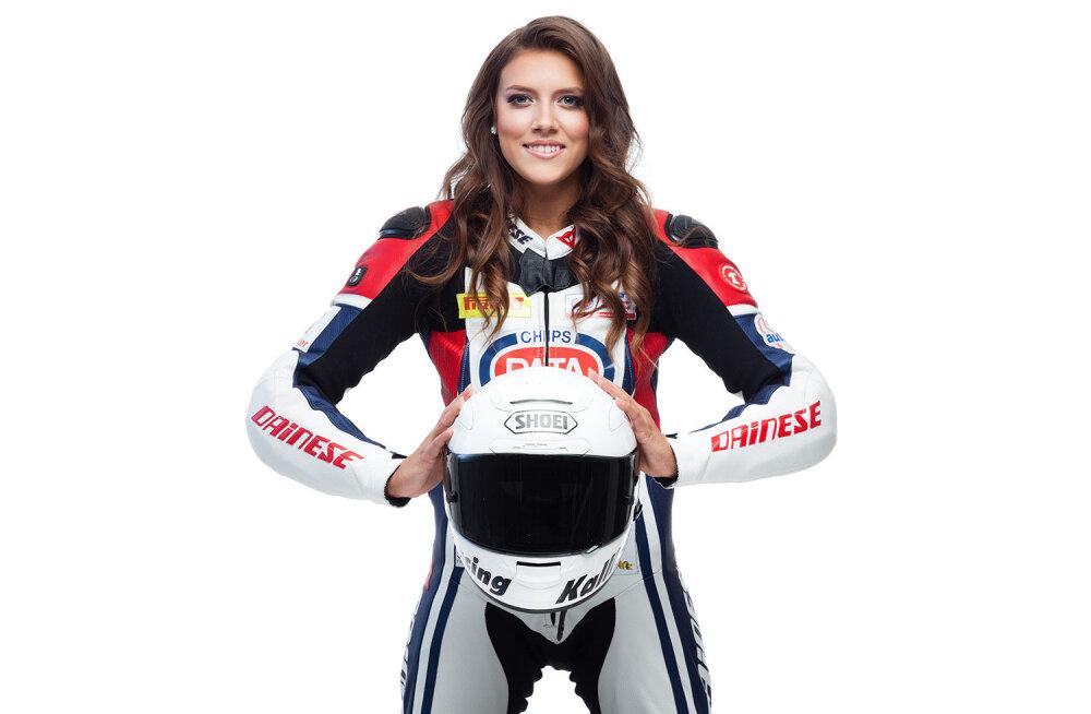 FOTO: Anastassia Kovalenkole valmistati esimese naissõitjana maailmas turvapadjaga kombinesoon