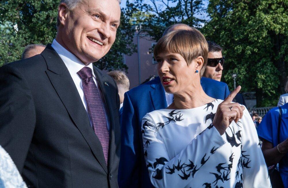 Президент Эстонии Керсти Кальюлайд (справа) и президент Литвы Гитанас Науседа