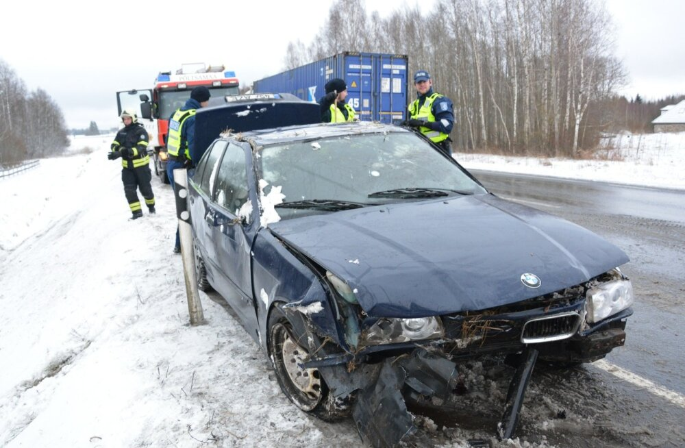 2b439239bc3 DELFI FOTOD ja VIDEO: Tallinna-Tartu maanteel keeras juht oma BMW ...