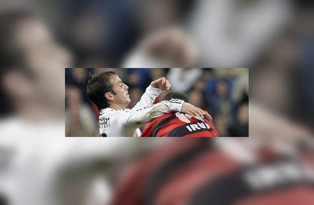 Reali mängija Rafael Van Der Vaart ja Real Unioni Eneko Romo
