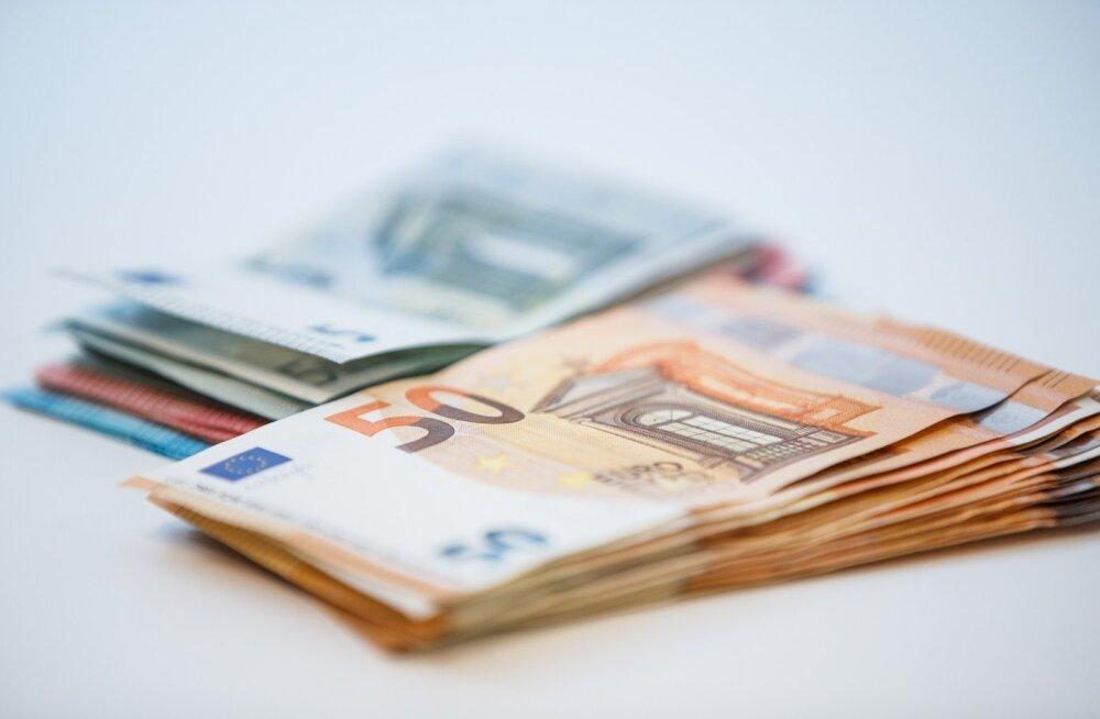 Kelm võttis kahe eaka mehe nimele üle 25 000 euro väärtuses kiirlaenusid