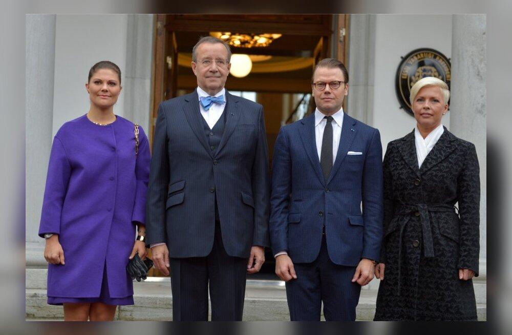 DELFI FOTOD: Kroonprintsess Victoria kohtus Kadriorus presidendipaariga
