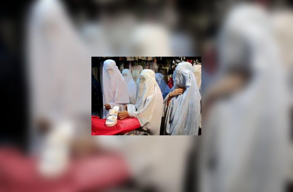 Afgaani naised turul