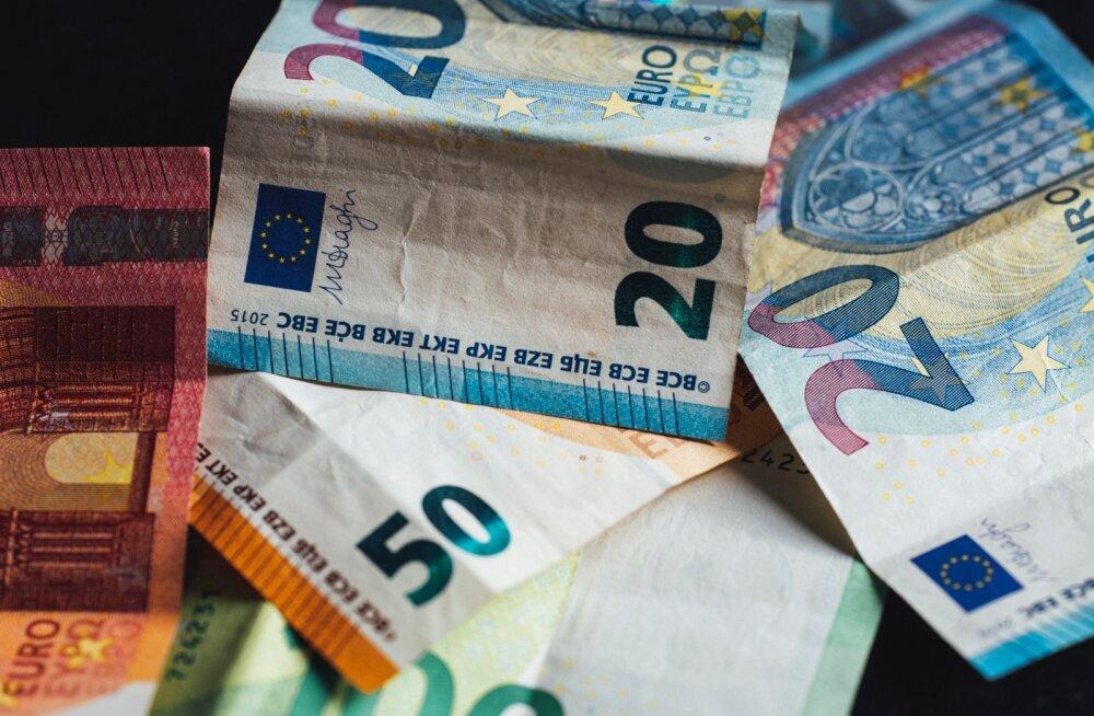 Eesti naine küsib nõu: mina tahaksin säästa raha ühise tuleviku jaoks, mees aga ainult kulutab. Kas peaksin ta maha jätma?