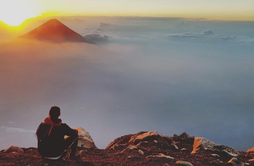 Päikesetõus Acatenango tipust