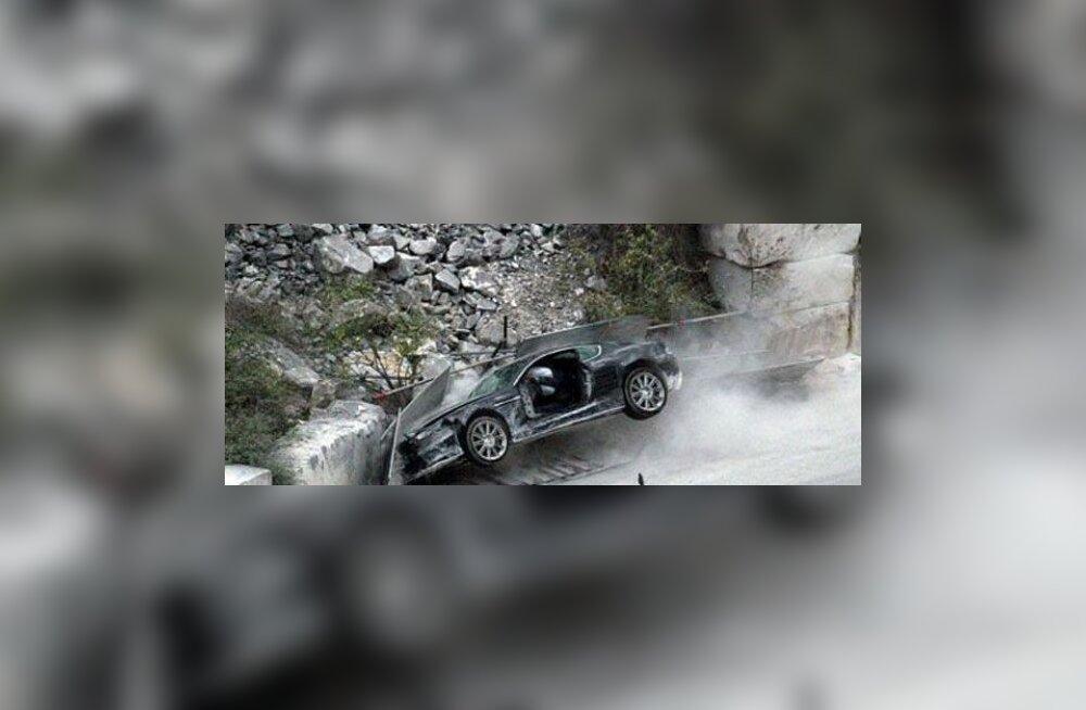 Daniel Craig, Aston Martin, Lotus Evora jt.