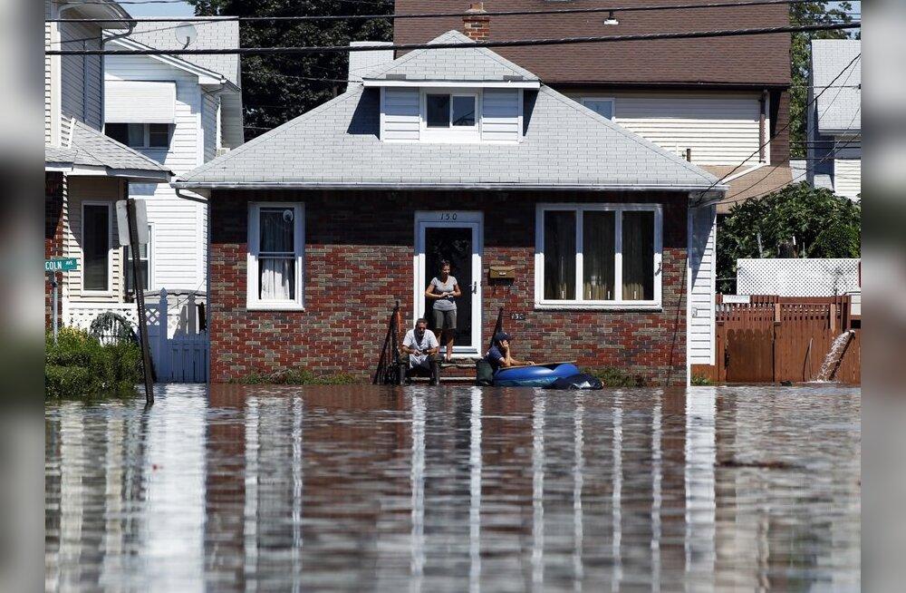 Tormi Irene laastatud Vermonti osariigi linnu varustatakse õhu kaudu