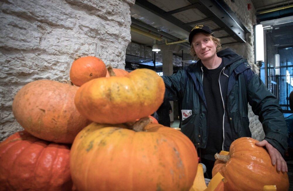 Rootsi veganfarmer Gustaf Söderfeldt oli Balti jaama turust ja sealsest kaubavalikust vaimustuses. ▶
