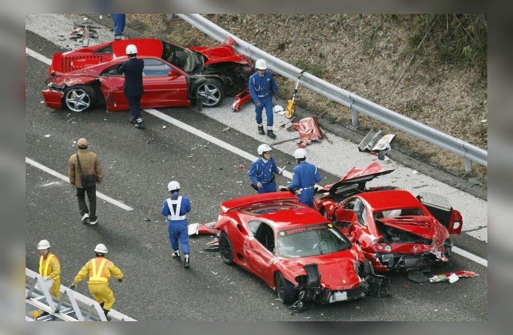 VIDEO: Jaapanis põrkasid kokku kaheksa Ferrarit ja Lamborghini