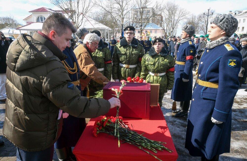 Андрей Сургаев (слева)