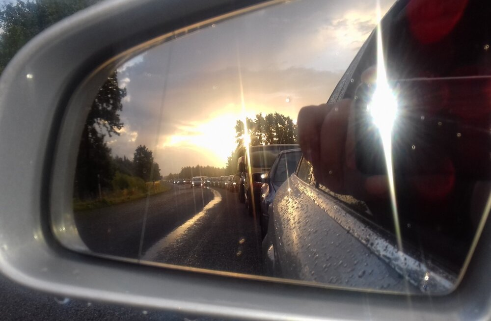 LUGEJATE FOTOD | Kuivastus ootab mandrile sõitjaid massiivne järjekord