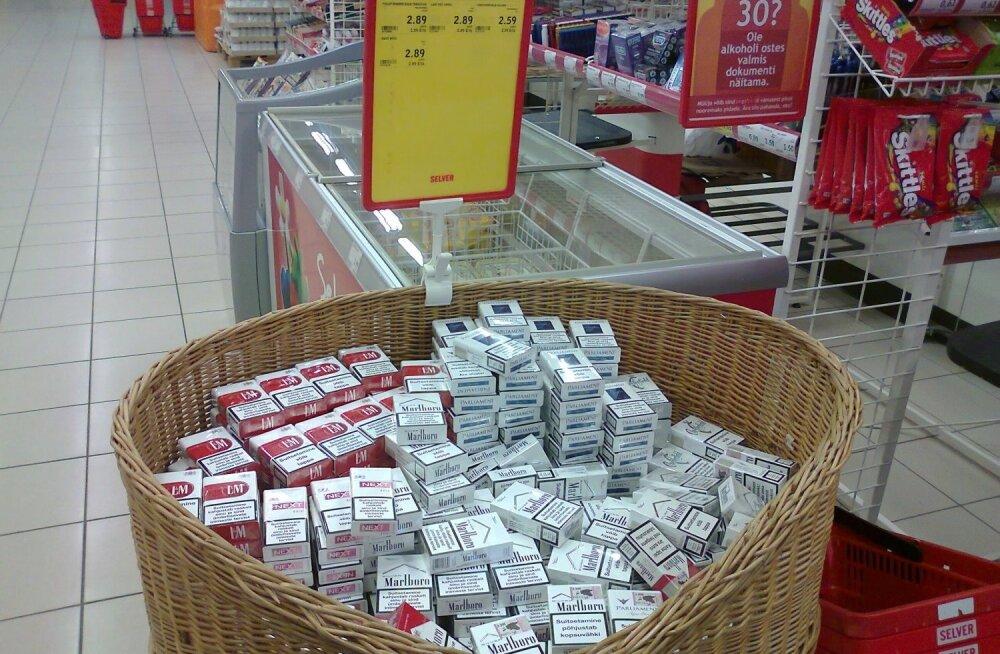Selveris pakutavad avatud korvis sigaretid