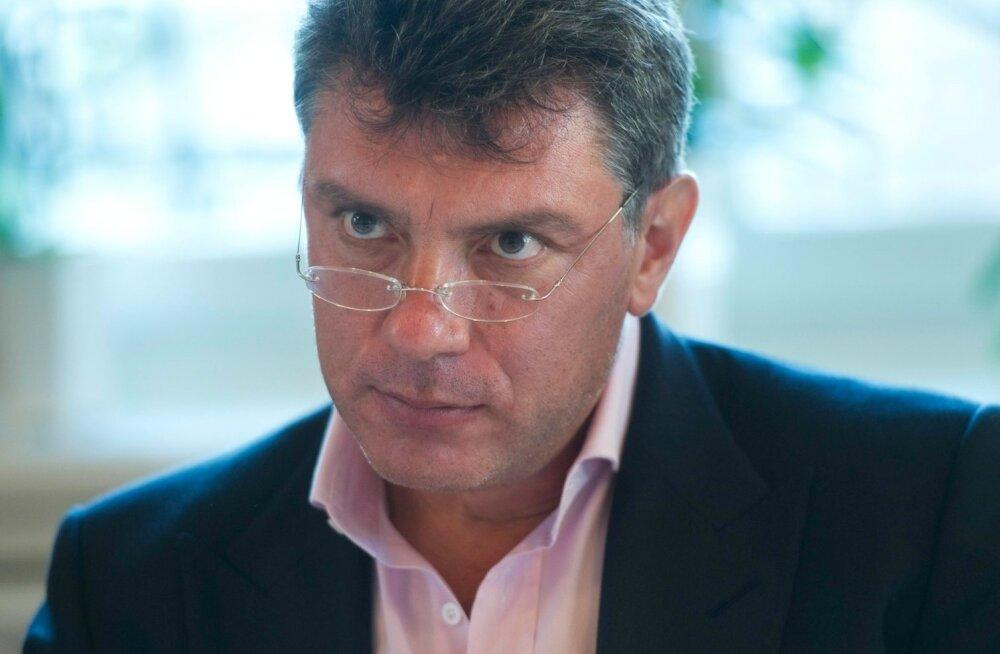 Nemtsovi andmetel põhinev raport: Ukrainas on hukkunud umbes 220 Vene sõdurit, sõja hind ulatub miljarditesse