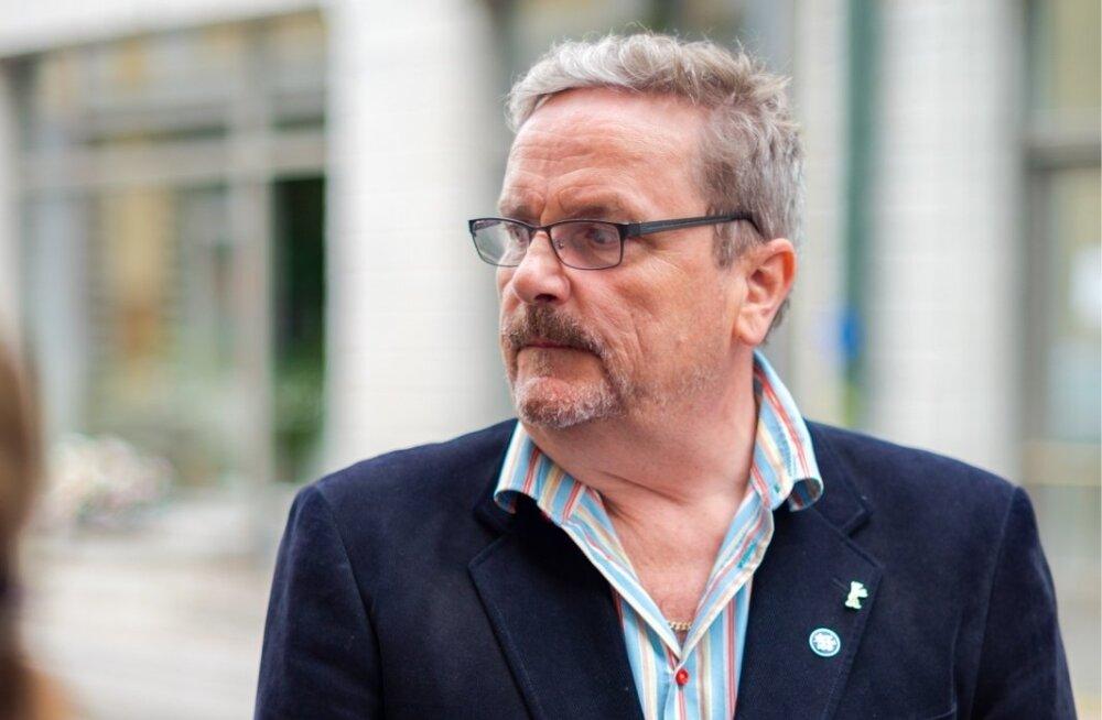 """Sakari Kuosmanen saabub filmi """"Teispool lootust"""" Eesti esilinastusele."""