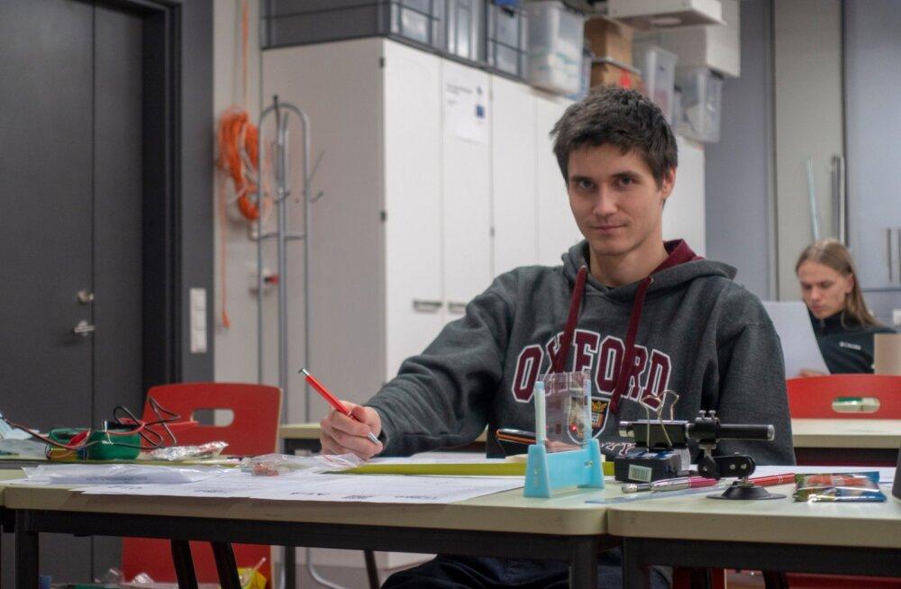 Выпускник нарвской школы завоевал на международной олимпиаде по физике серебряную медаль