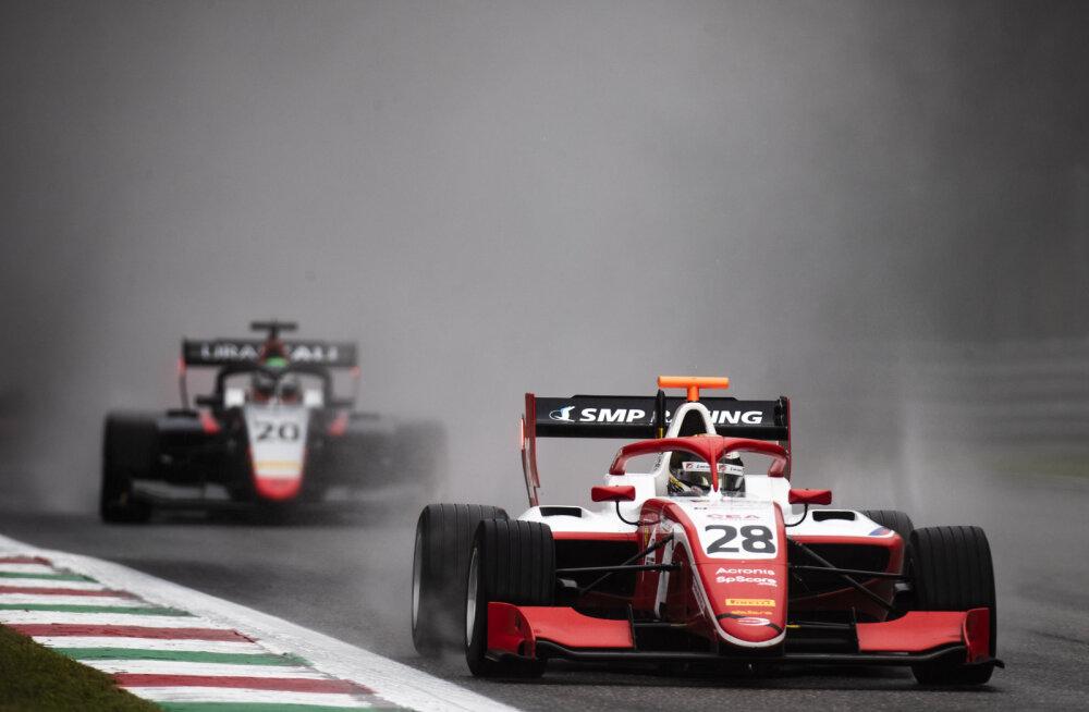 FOTOD | Vips jäi vihmasel Monza vabatreeningul esikümnest välja, põhikonkurent esimene