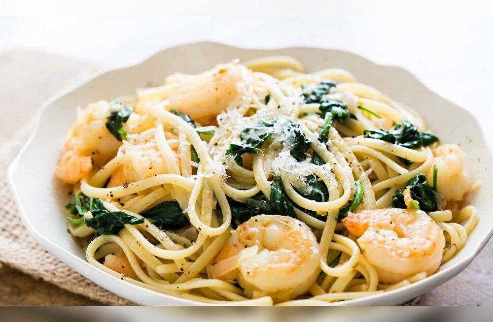 Простой и полезный рецепт: паста с креветками и шпинатом
