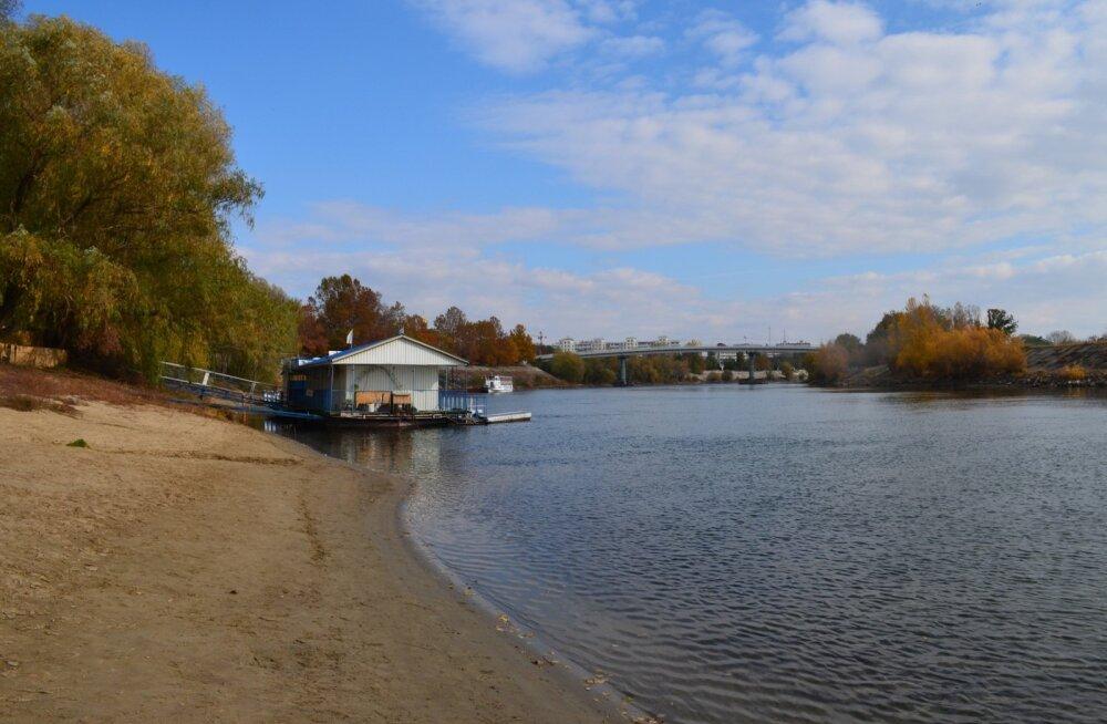 Transnistria uhkus - Dnestri jõe vasakkallas, mille ääres paiknevad mõlemad riigis leiduvad linnad, nii Tiraspol kui ka Bender.