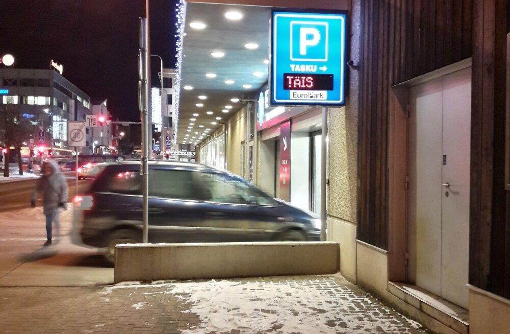 Lugeja foto: Tasku parkla külmast rikkis tabloo eksitas autojuhte