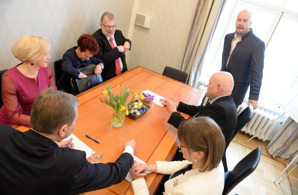 DELFI FOTOD ja VIDEO: Vabaerakonna fraktsioon pidas Toompeal oma esimese koosoleku