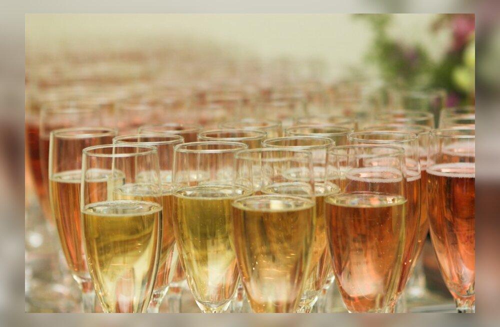 Pranstusmaa on mures võimaliku šampanjakriisi pärast