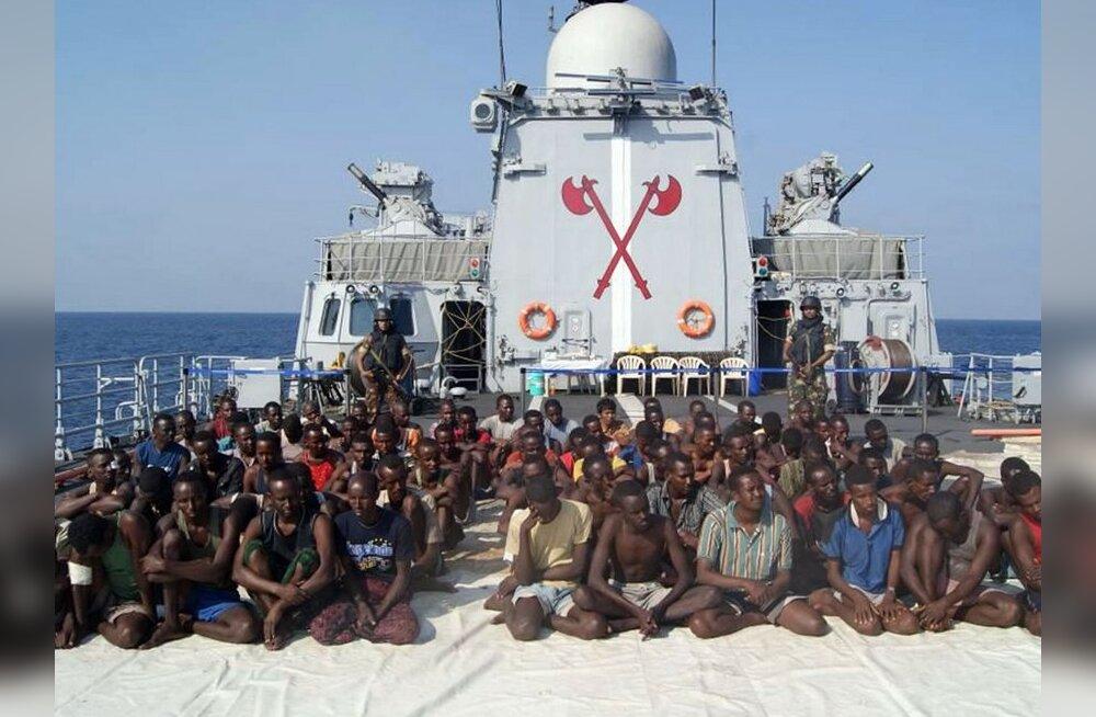 India merevägi vahistas Araabia merel 61 piraati