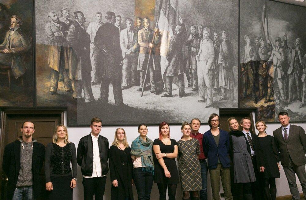 EÜS avas oma Tartu majas Aleksander Bergmani kolmeosalise pannoo