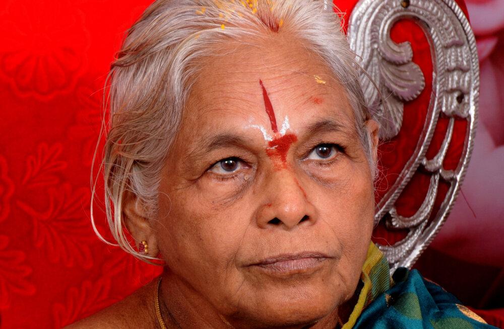 Kuidas on selline rekord üldse võimalik, et 74-aastane naine emaks saab, ja veel kaksikutele?