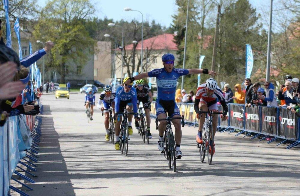 Karlo Aia võidab Kuusalu rattaralli