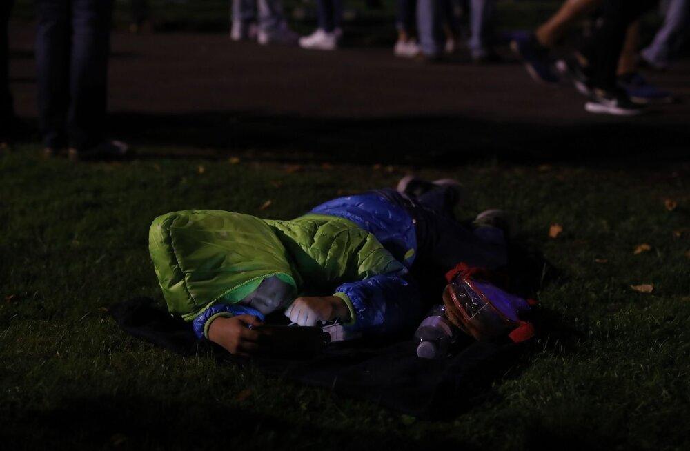 Hämmeldunud eestlanna: ei teagi, kumb on hullem — kas lapsevanem, kellel oligi plaanis 6tunnine müramaraton koos lastega vastu pidada või see, kes jäi spontaanselt õllevines tiksuma?