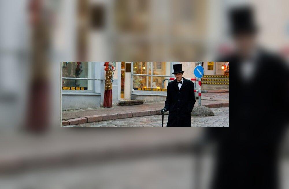 Naistekas otsib tänavapildist OMA STIILI