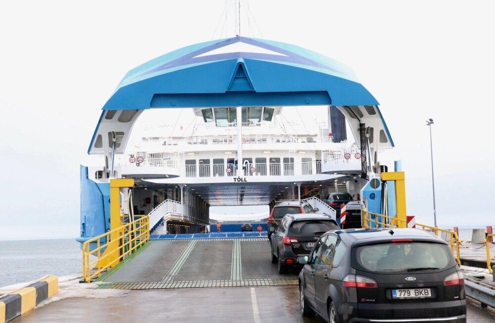 Parvlaev Tõll tegi avareisi Kuivastust Virtsu