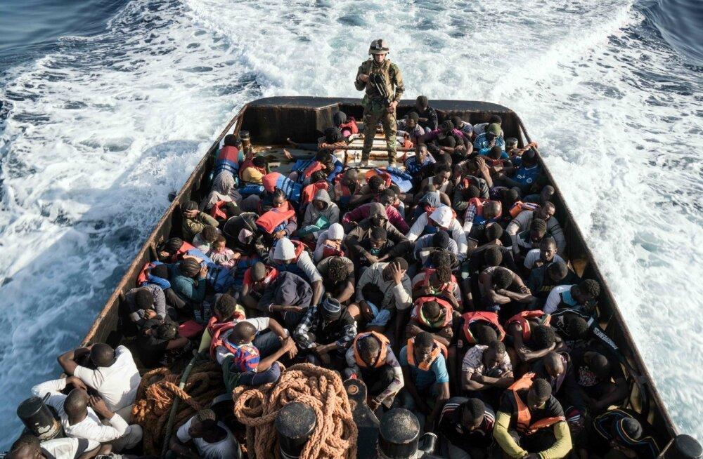 Liibüa rannavalve hoidmas silma peal 147 põgenikuga Itaaliasse suunduma pidanud laeval.