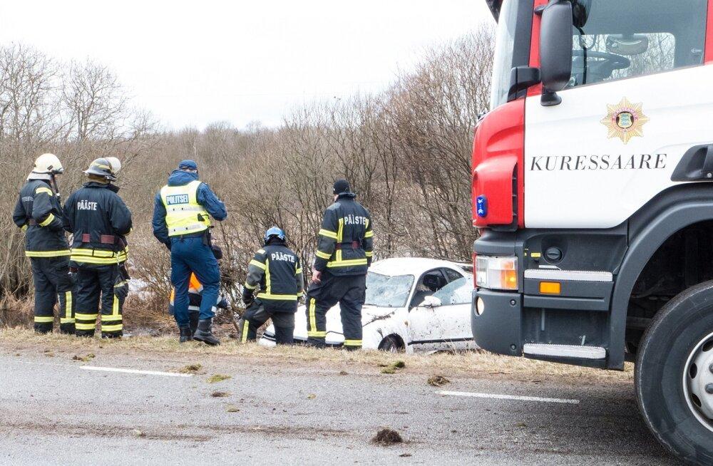 Autojuht sõitis autoga teelt välja Saaremaal