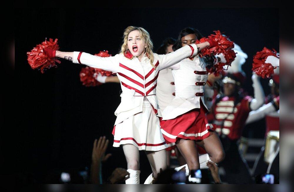 Kohatu VIDEO: Madonna pühendas erootilise püherdamise tüdrukule, keda Talibani võitlejad tulistasid