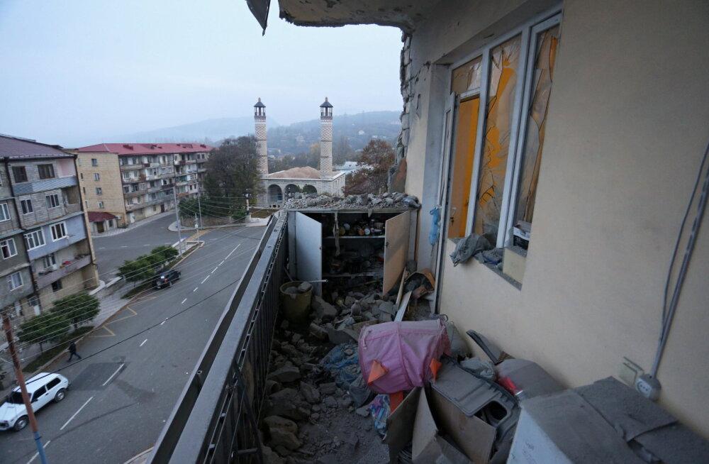 Президент Азербайджана объявил о взятии под контроль ключевого города в Нагорном Карабахе. Армения это отрицает