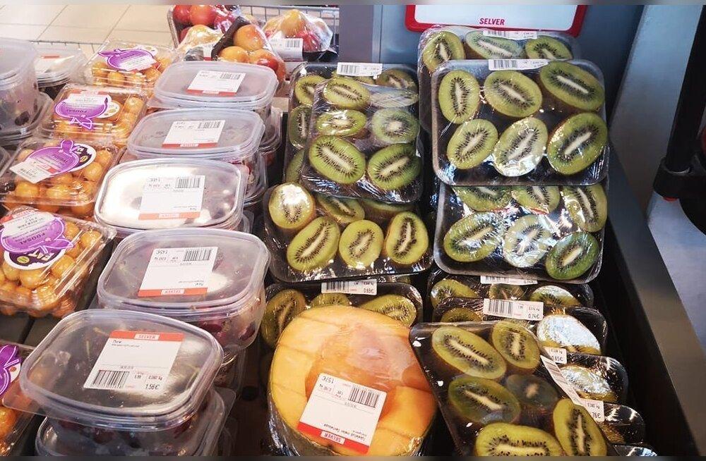 ФОТО: Упакованные в контейнеры и пленку фрукты вызвали у клиентов Selver бурю негодования