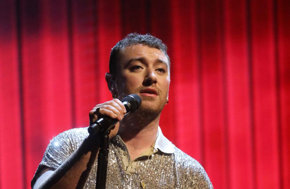 Laulja Sam Smith lahkus pärast Piers Morgani kriitikat kodust