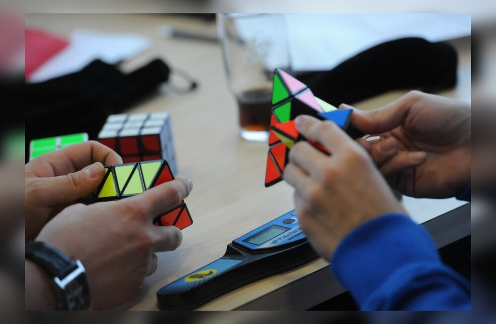 FOTOD: Vaata Eesti paremaid Rubiku kuubiku lahendajaid võistlustules!