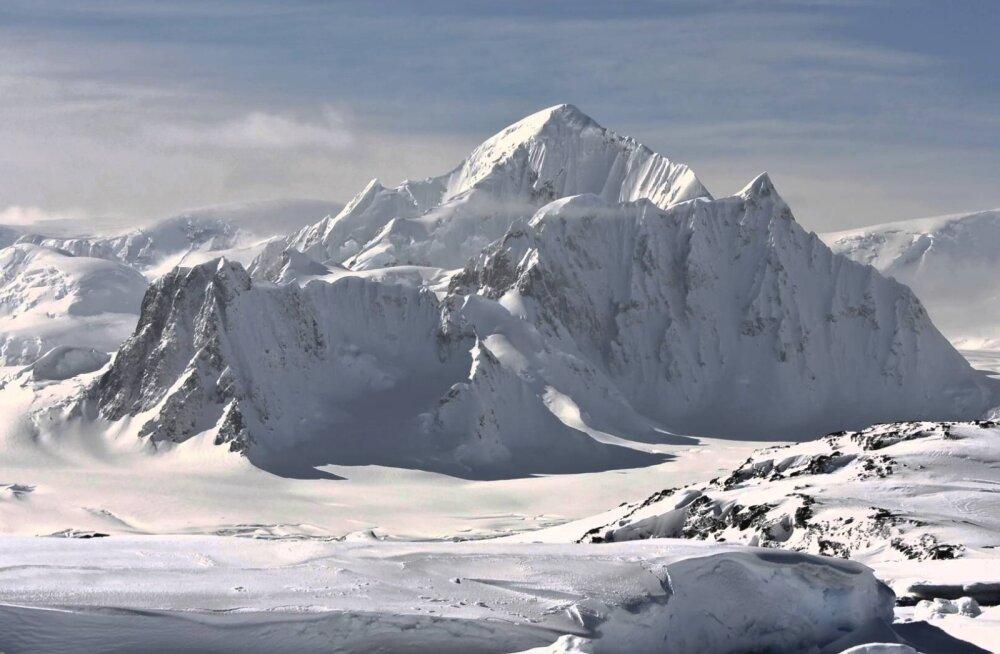 Antarktika jää all peitub kilomeetrisügavune kuristik