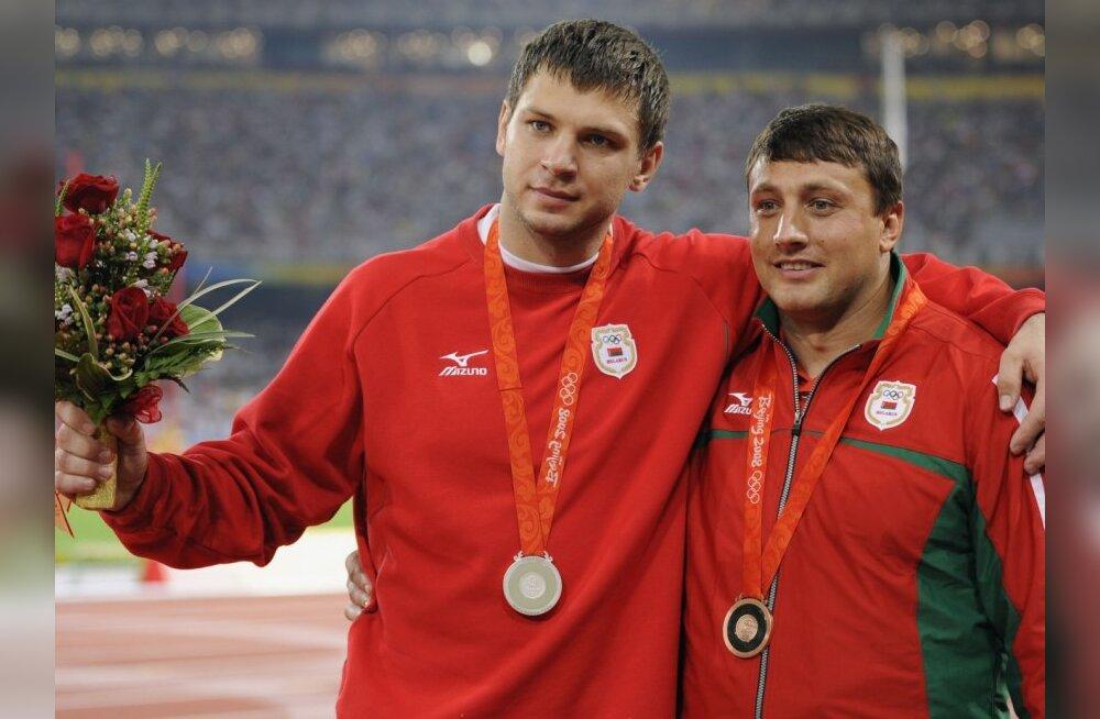 Valgevene vasaraheitjad Vadim Devjatovski ja Ivan Tsikan