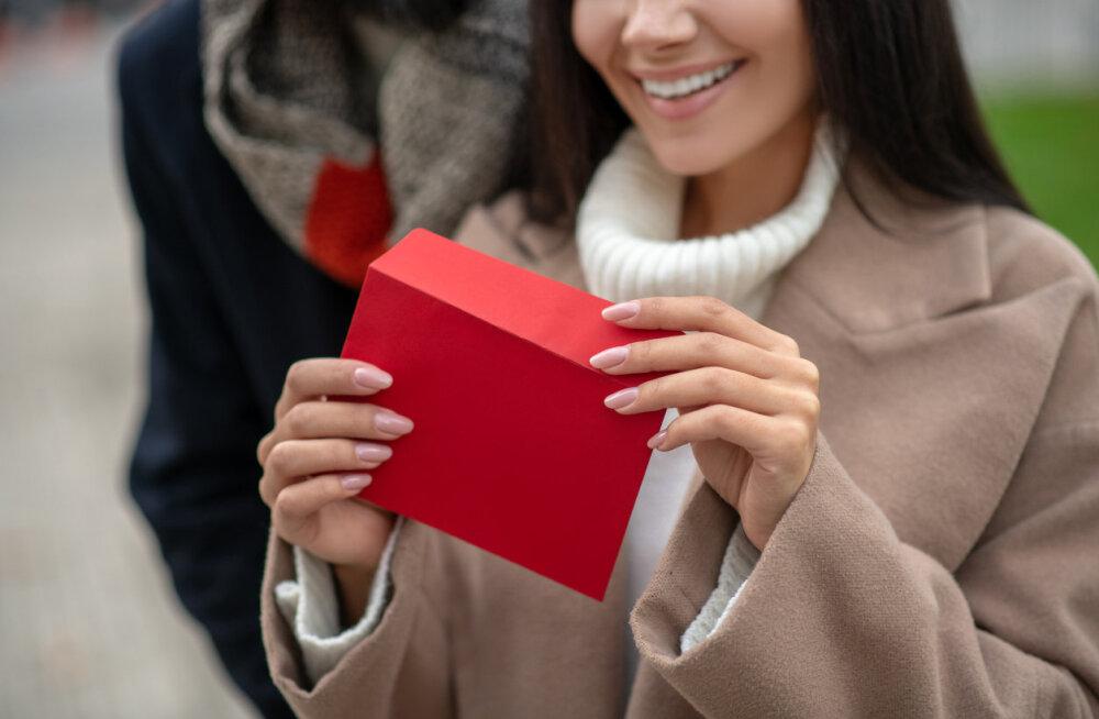 Подарочная карта клиники эстетической красоты — табу или ценный подарок на праздник для самого дорогого человека?