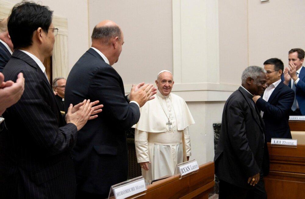 Paavst kohtus Vaticanis energiahiidude esindajatega.