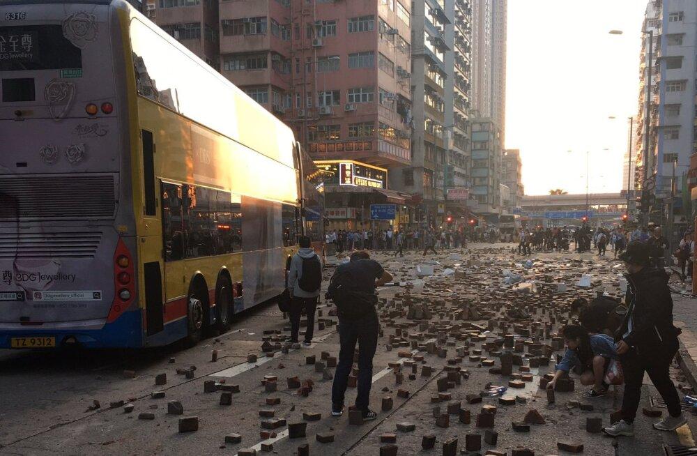 Eestlane Hongkongis: terve linn kannatab ja tulemused on pöördumatud